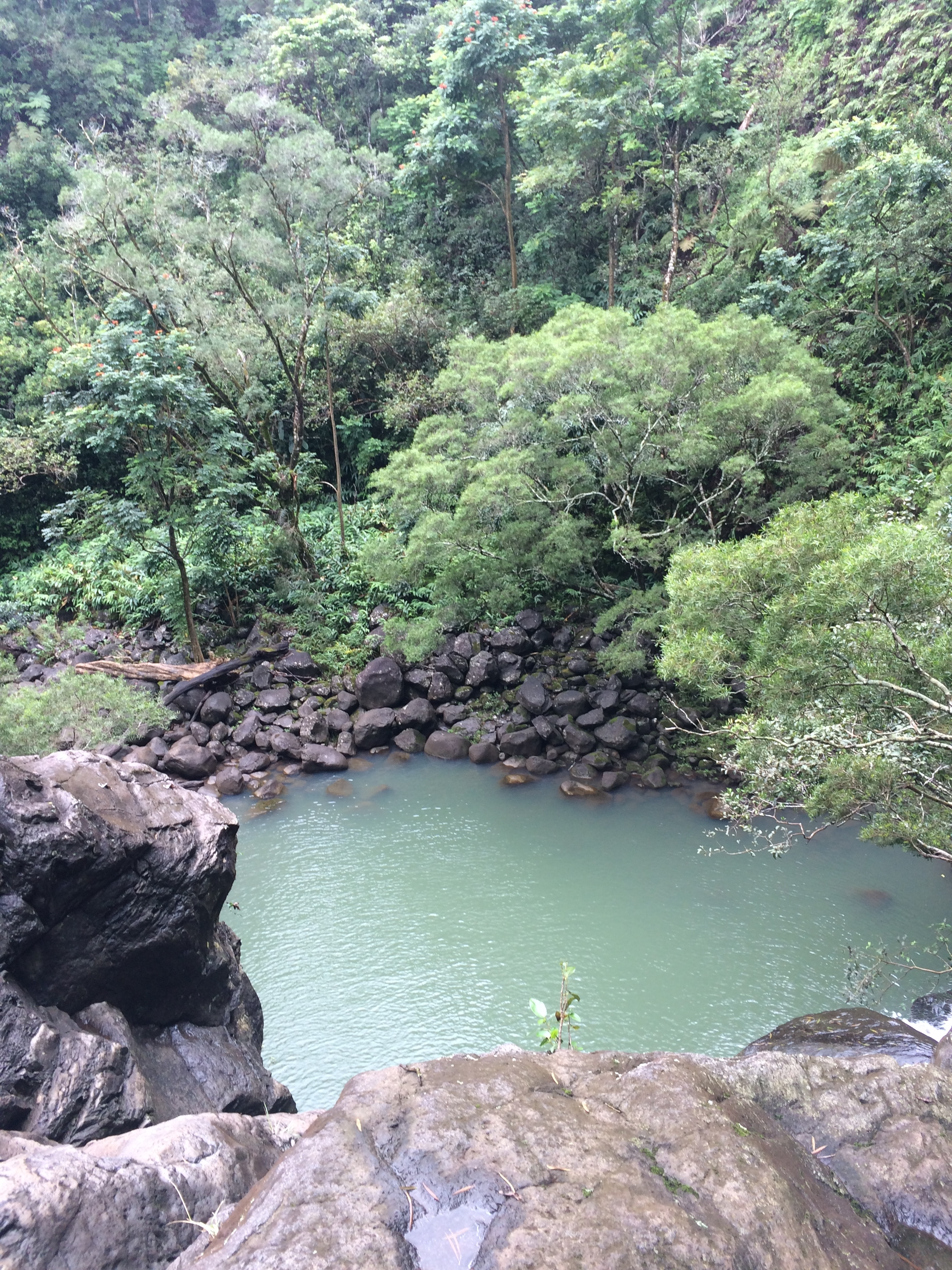 roadtohana_waterfall